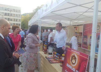 Министър Десислава Танева, заинтересована от продуктите на СИРИУС-Д, посети щанда ни